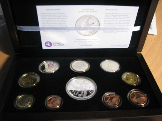 Finland coinage 2011 ( PROOF ) inc. 2€  and medal Baltic Sea
